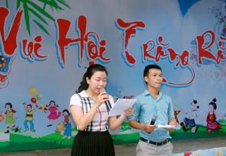 """Tổ chức hoạt động """"Vui hội trăng rằm """" tại trường Tiểu học Trần Cao Vân"""