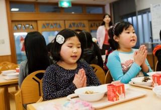 Giờ ăn trưa tại trường học ở Nhật Bản có gì đặc biệt?