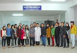 Nhà trường thăm và tặng quà tết cho bệnh nhân chạy thận nhân tạo tại Bệnh viện Đà Nẵng