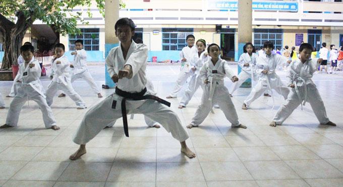 Câu lạc bộ Võ thuật Karate - do